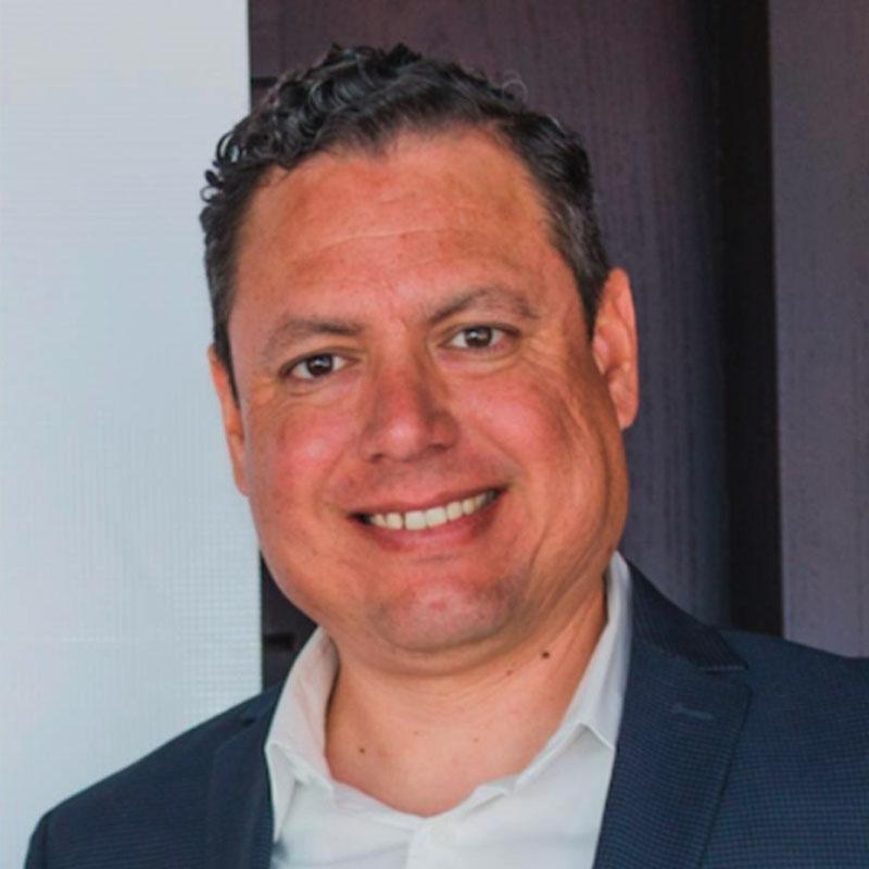 Adán Medina